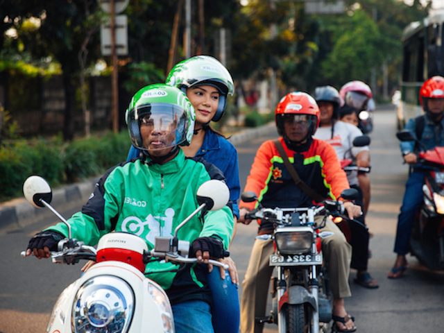 Gojek. Foto z: http://thehoneycombers.com/jakarta/go-jek-for-rides-delieveries-even-groceries/